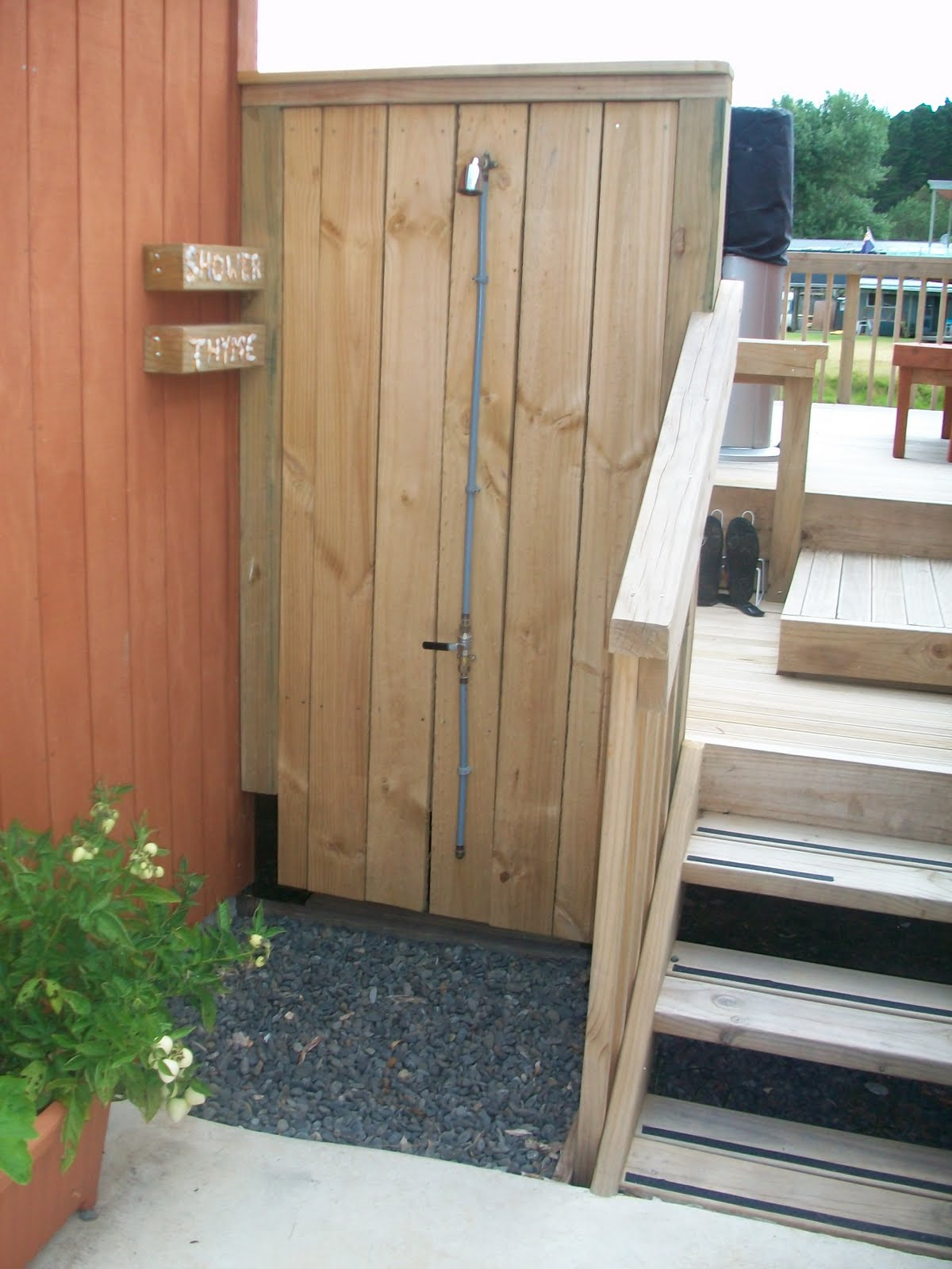 THYME COTTAGES: OUTDOOR SHOWERS