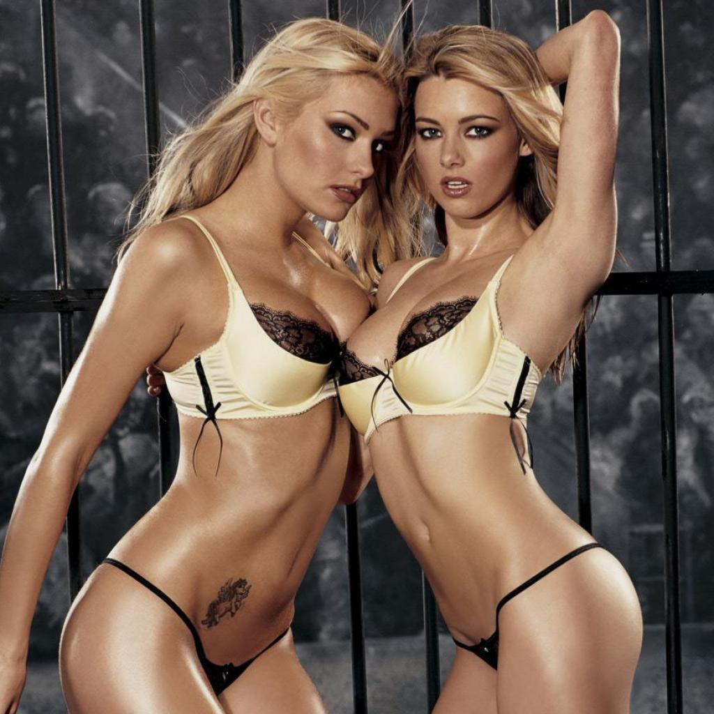 Two Sexy Girls Free Wallpaper For Apple Ipad