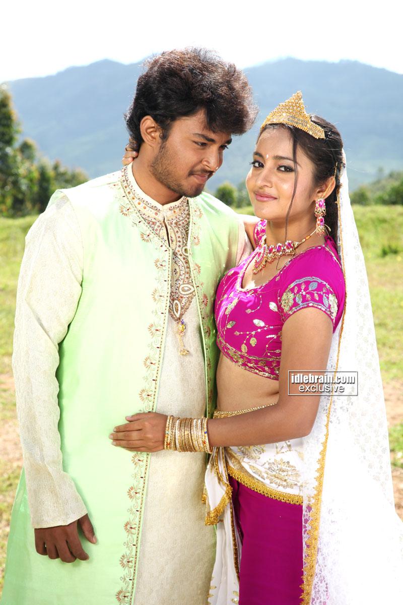 Indian Hot Actress Bhama Hot Showsmall Navel Click Too-4018