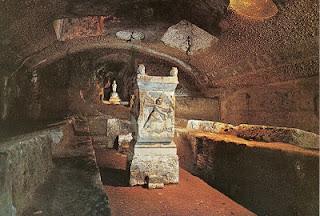 Mitreu, com guia brasileira em Roma