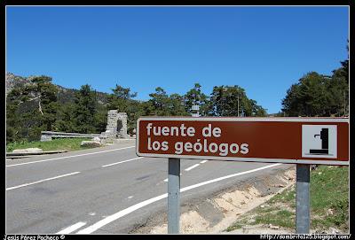 Fuente de los Geólogos de camino a Segovia por el Puerto de Navacerrada