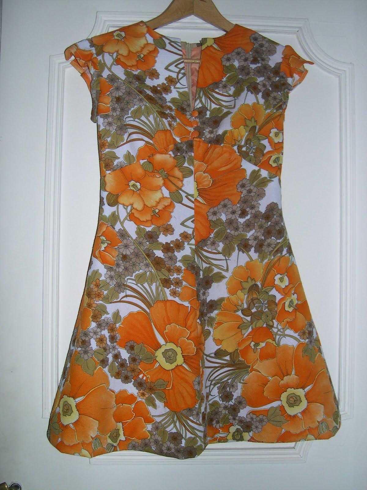 aux habits qui parlent mini robe vintage ann es 70 vendue