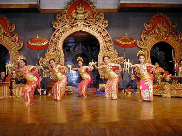INDONESIAN CULTURES, FOOD AND TOURISM: Tari Pendet Pendet Dance