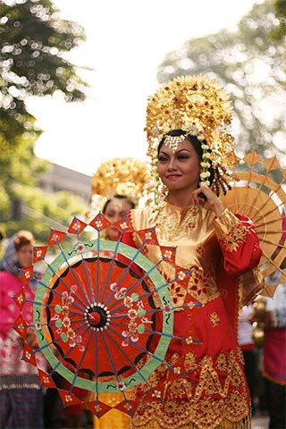 INDONESIAN CULTURES, FOOD AND TOURISM: Tari Payung