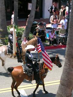 Bandiera americana in corteo a Santa Barbara