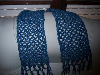 95f7471a7b29ab Bufanda realizada en crochet en lana azul Semigorda.