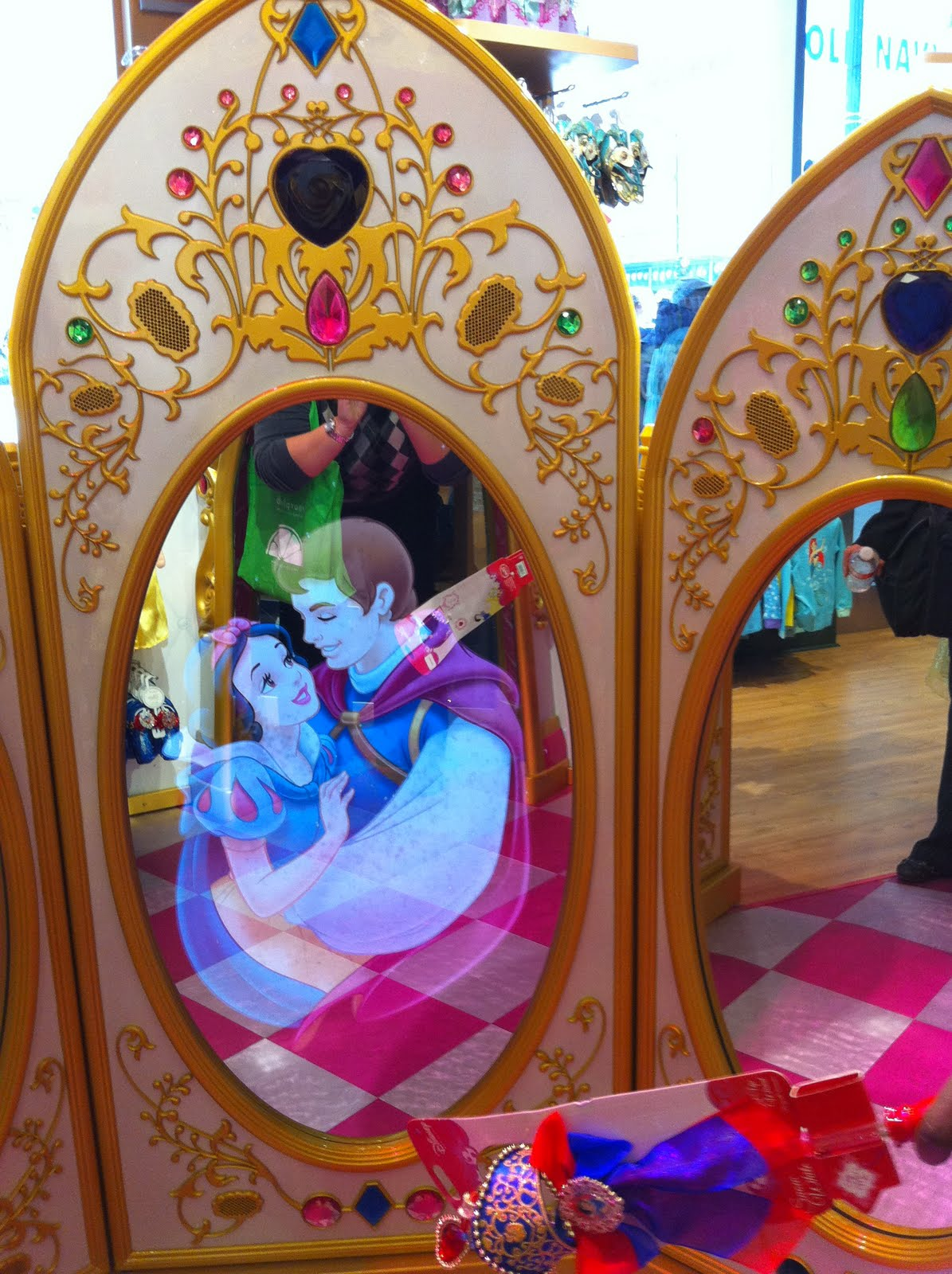 My Disney Mania New Disney Store Opens In Downtown