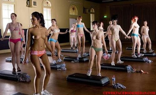 fitnes ngangkang lagi gym bikin sange