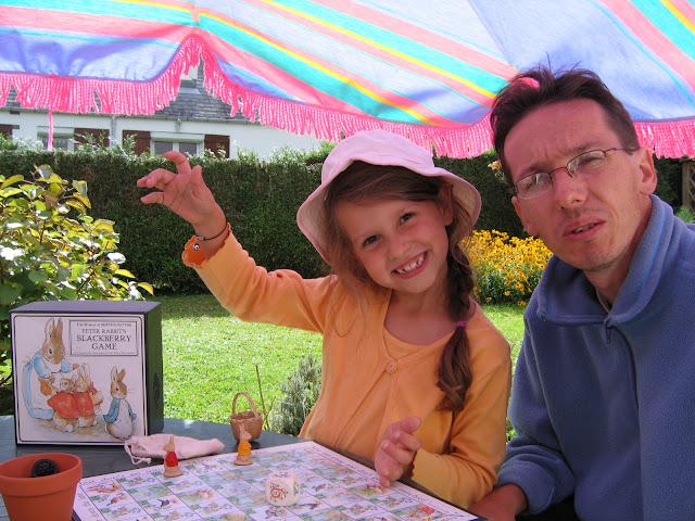 Le jeu des mûres avec Pierre Lapin