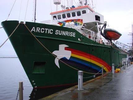 Navio do Greenpeace chega ao Recife