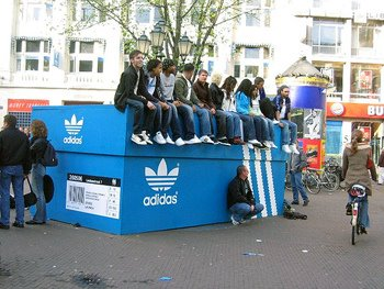koobinaldo: Adidas Guerrilla Marketing