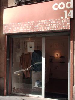 9577f625139a12 Au rez-de-chaussée, sur une surface de 25 mètres carrés, place aux  créateurs vêtements et accessoires. Au sous-sol, une salle de projection,  avec des films ...