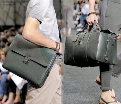 ...16 сен 2009 Рассматриваем на фото и. Модные мужские сумки 2009 2010.
