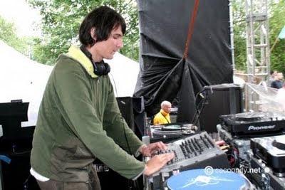 ELECTRONIC MUSIC TECHNO TECH HOUSE DOWNLOAD MIXES MINIMAL LIVE SETS DJ'S