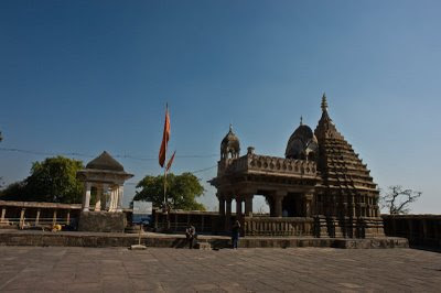 Posted by Vibha Malhotra: Chausath Yogini Temple - Jabalpur : The Lord Shiva temple at the center of the complex