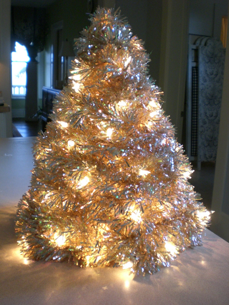 Marilyn makes Mention: Tinsel Tree Tutorial, here we go