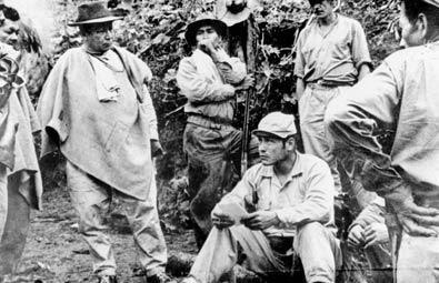 Los primeros guerrilleros de las FARC junto a Manuel Marulanda