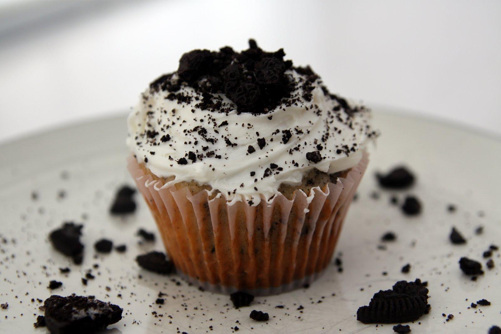 Lauren's Kitchen: Cookies 'n Cream Cupcakes