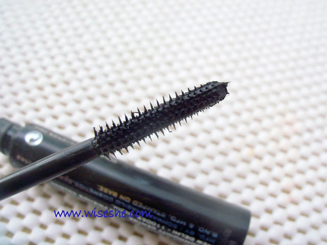 3f731e1b560 Colorbar extreme lash mascara. The wand of this mascara is straight and it  doesn't have brush like most of the mascara .I have never used this kind of  a ...