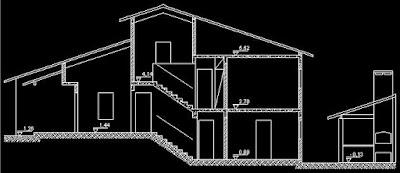Esta seção transversal ilustra a disposição dos quatro níveis da construção. O mais alto comporta uma sala de som e vídeo, logo abaixo vem o pavimento dos dormitórios, ligeiramente acima do porção térrea da sala de visita e cozinha. A cota mais baixa foi reservada para os automóveis e para a edícula de lazer.