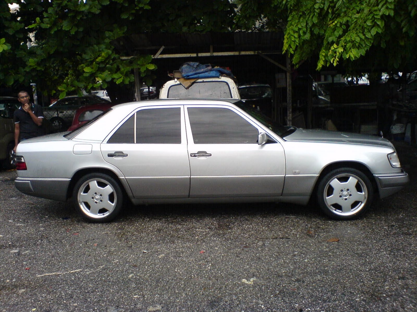 Motoring-Malaysia: Old vs  New Part II: 1990 Mercedes Benz 200E W124