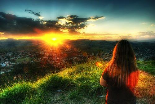 Um Novo Dia é Uma Página Em Branco Na Sua Vida Escreva: Através De Palavras ...: A Cada Dia O Sol Ilumina Um Mundo