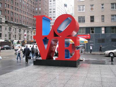 800px LOVE sculpture NY L{O}VE 10