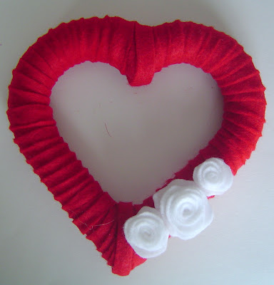 Red+Felt+Wrapped More Heart Decor 16