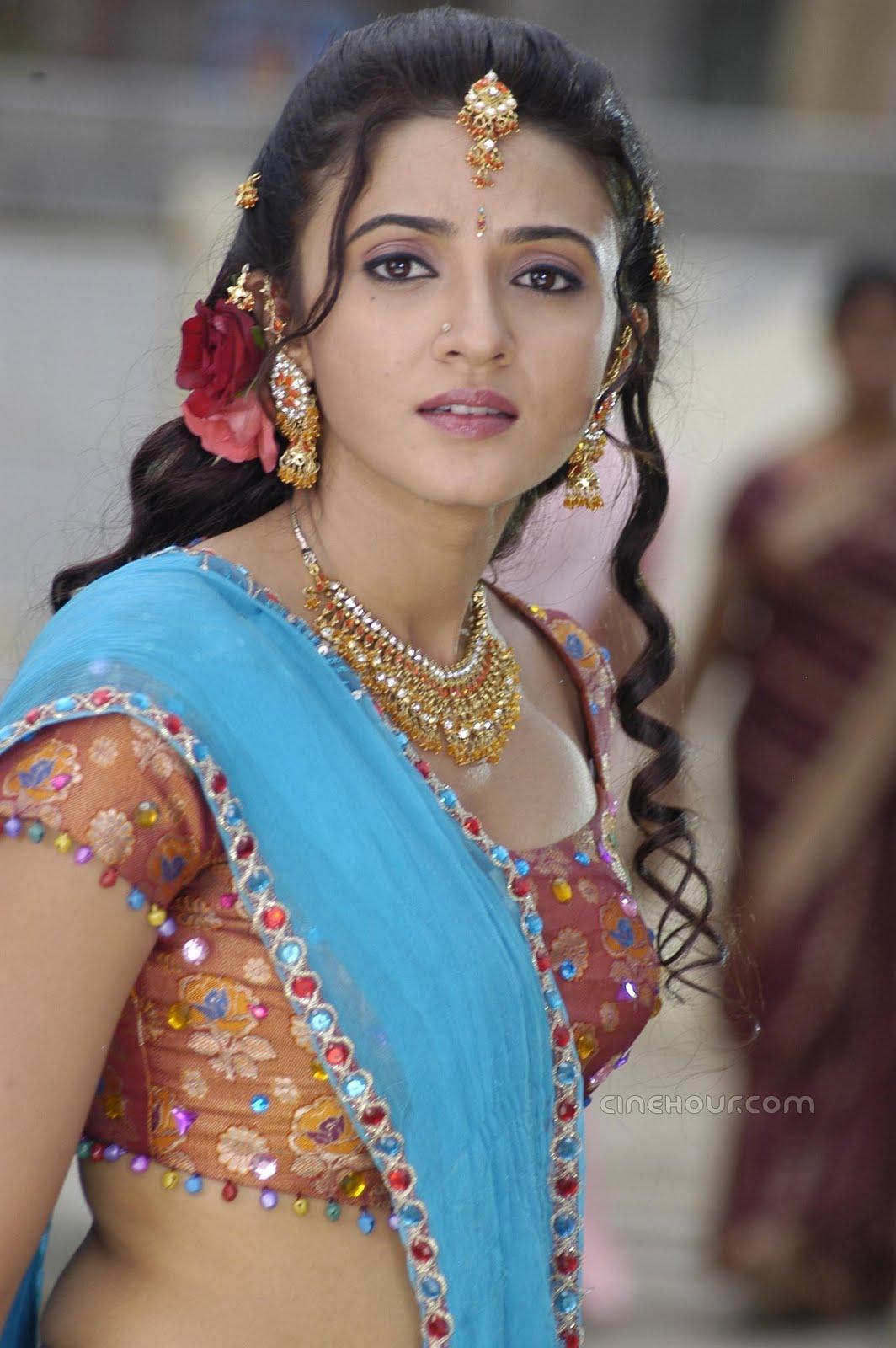 Wallpaper World: South Actress Suhasi HQ Wallpaper