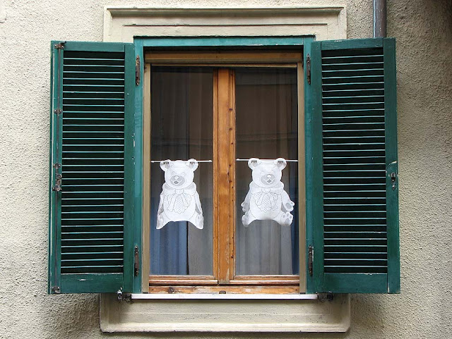Bear shaped curtains, Livorno