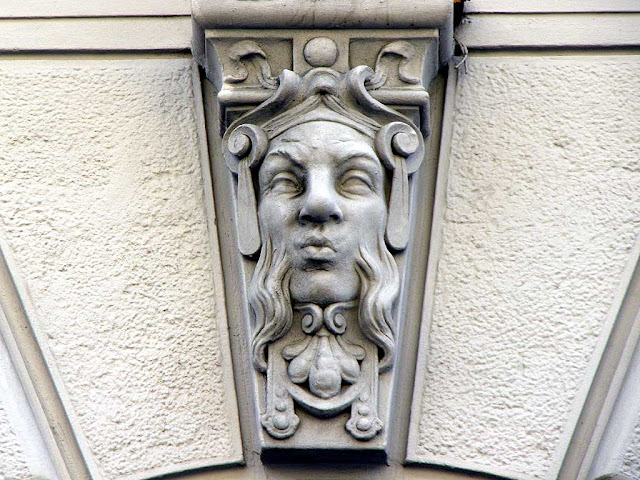 Decorative faces, Central Postal Office, via Cairoli, Livorno