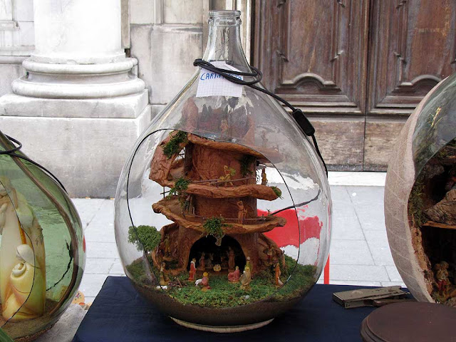 Nativity scenes in a demijohn, Livorno