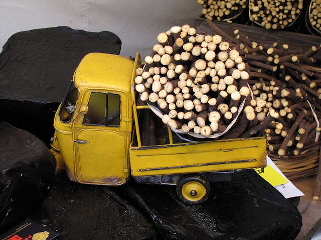 Ape car loaded with licorice, Livorno