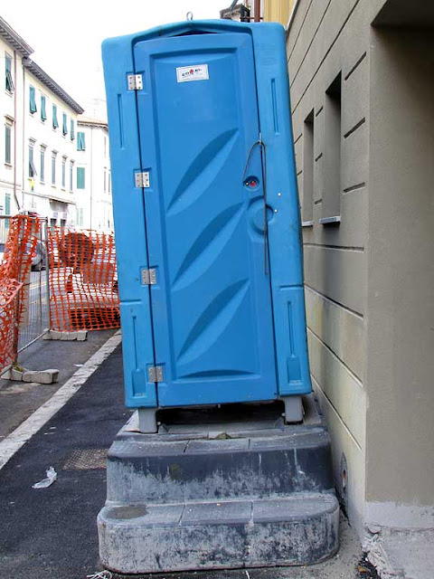 Leaning portable toilet, Livorno