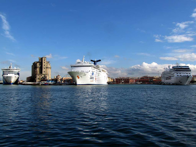 Moby Wonder and cruise ships, Porto Mediceo, Livorno