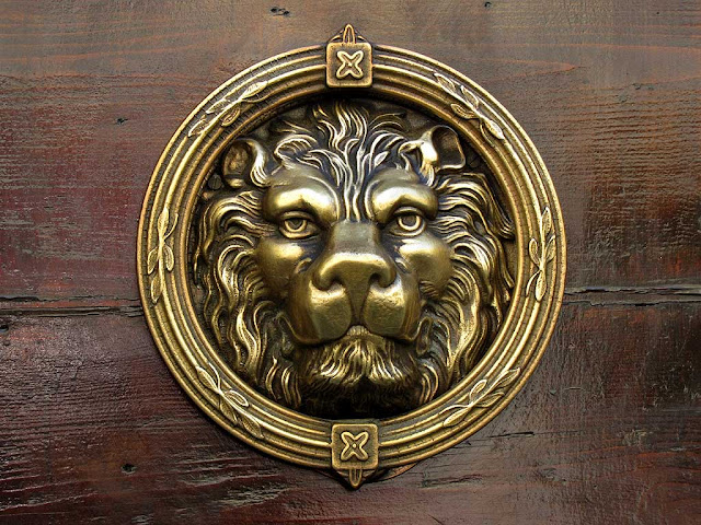 Lion head, ornate door handle, Livorno