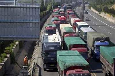 Un atasco vehicular dura de 12 días en Beijing, China