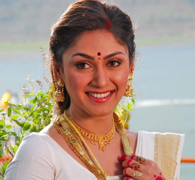 Ragalahari: HOT MANJARI PHADNIS Photos In Saree Looking So
