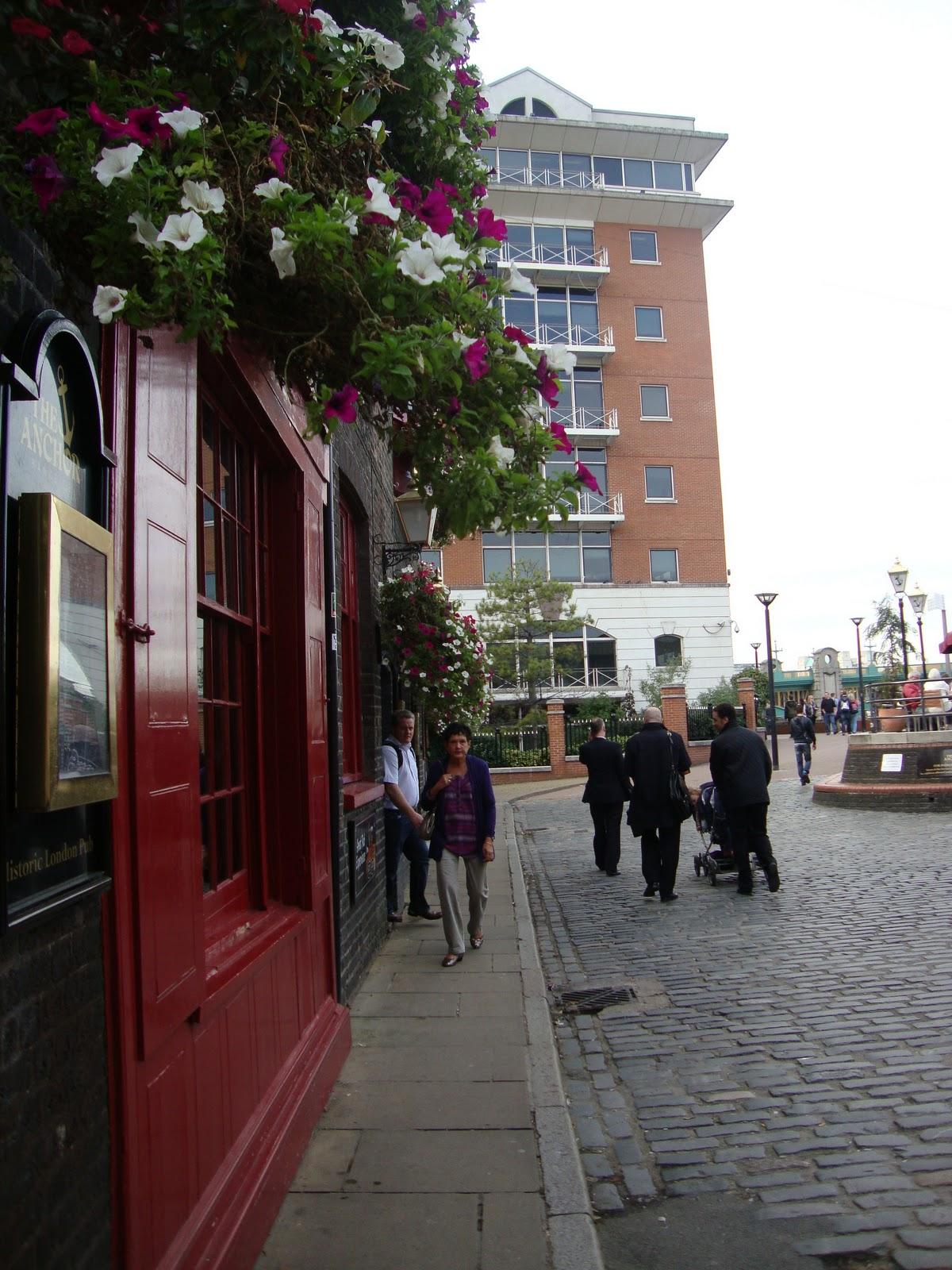 passeggiata sul fiume the anchor uno dei pi antichi pub di londra the globe theater rivive. Black Bedroom Furniture Sets. Home Design Ideas