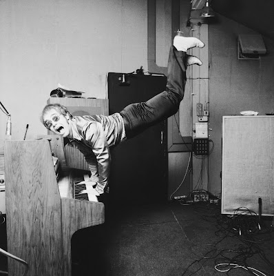 Elton+John+performing+a+handstand+on+his+piano+London+1972+Photo+by+Terry+ONeill