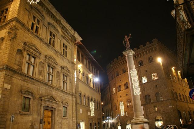 piazza-di-S.-Trinita-florencia-italia