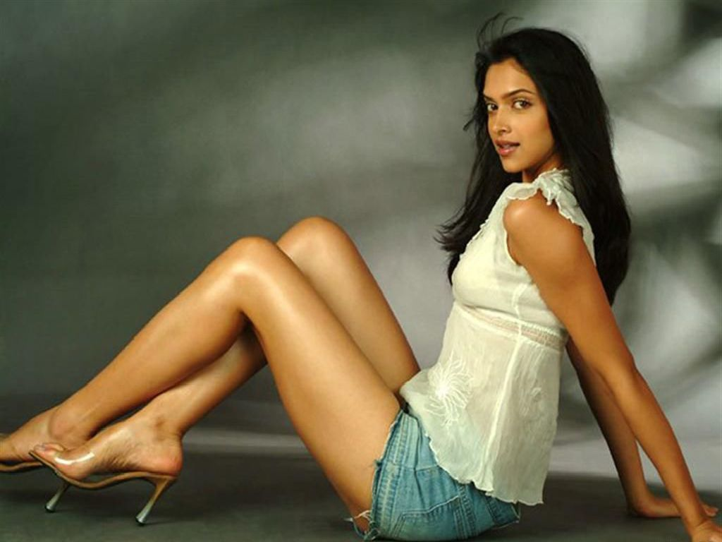 Shiny Models: Deepika Padukone Hot Gallery