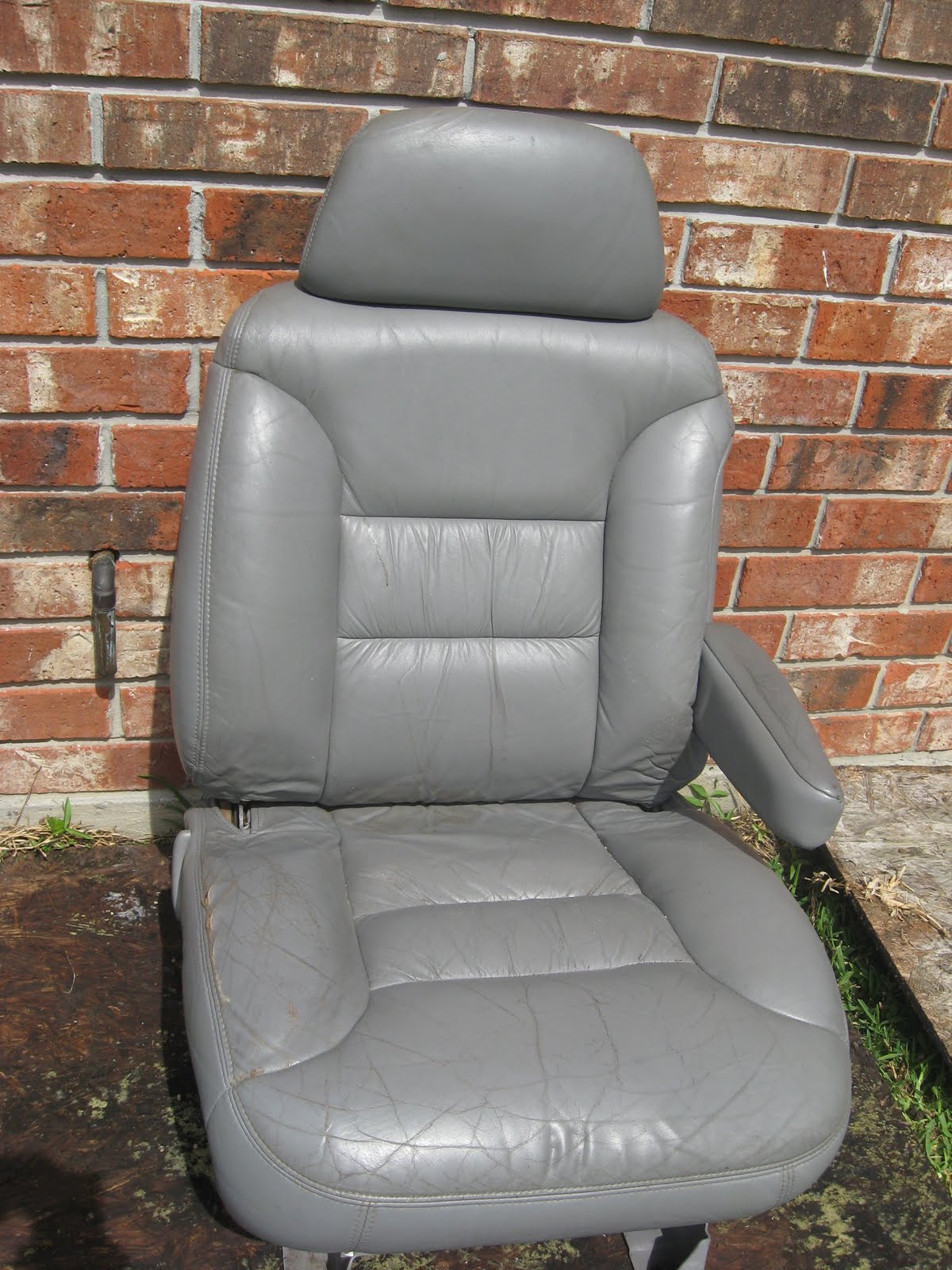 hot cars tv hott sale 98 chevy tahoe grey leather seats 175 new orleans. Black Bedroom Furniture Sets. Home Design Ideas