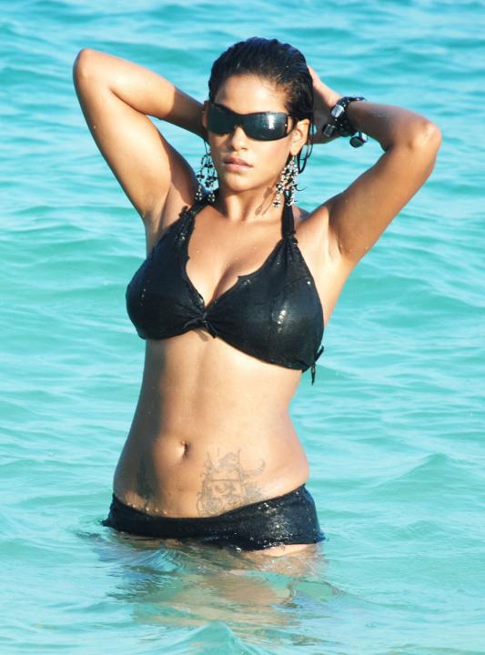 [Mumaith+khan+Bikini+Photos4.jpg]