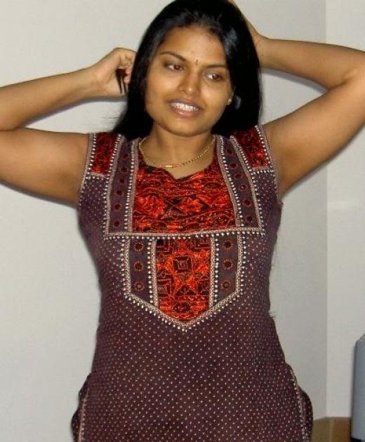 Arpitha Aunty In Saree Sexy Pics