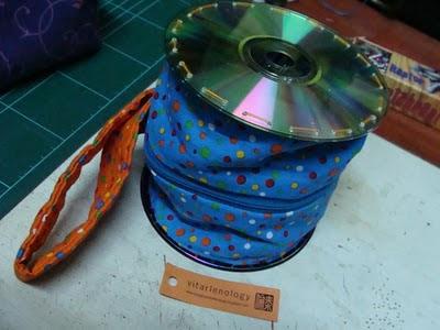 Hari #25: Dompet Tabung Dari CD Bekas
