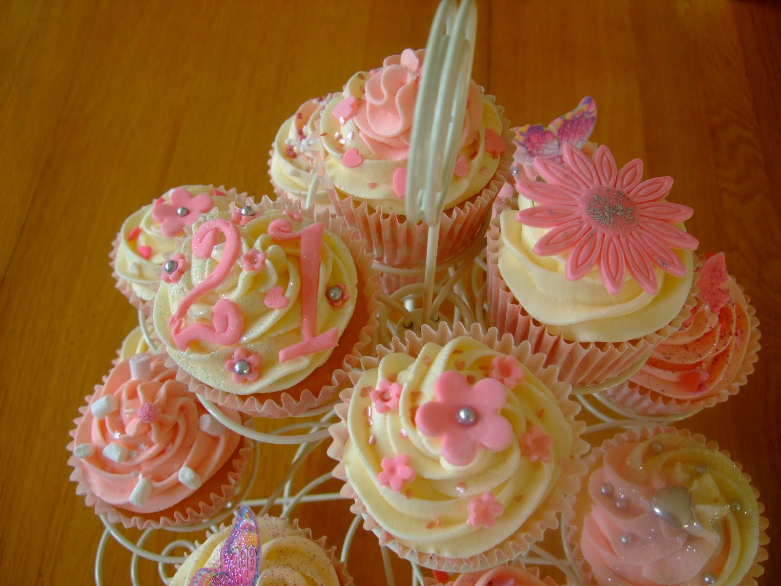 Colourful Cupcakes of Newbury: 21st Birthday Cupcakes