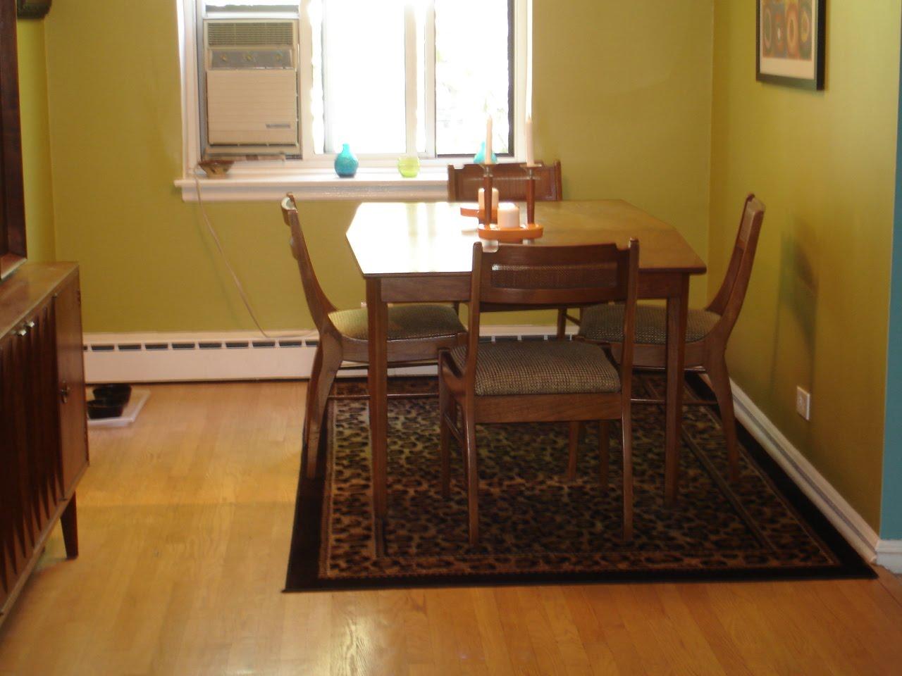 Black Kat's Design: My dining room: rug or no rug?