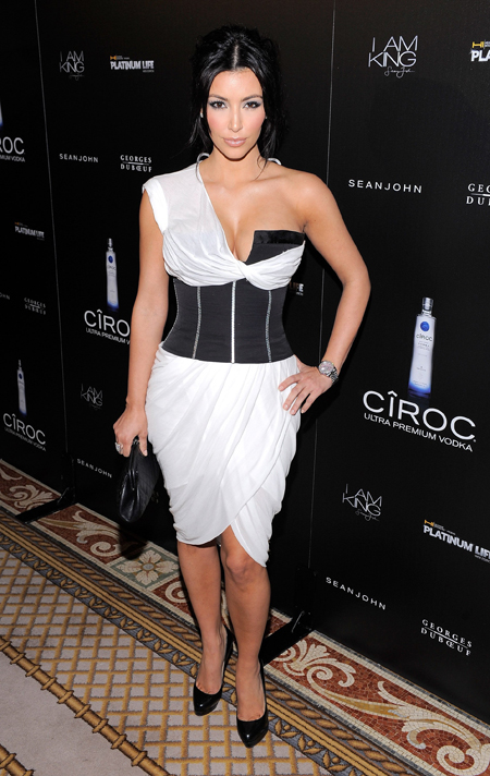 3071615dab5 Nearly always on top of best-dressed lists Kim Kardashian gives advice on how  to dress a voluptuous figure. She speaks about 5 essential things every  curvy ...