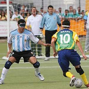 Modalidade exclusiva para atletas cegos ou deficientes visuais. Normalmente  joga-se em uma quadra de futsal adaptada e8f340db8b734